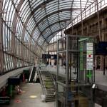 La galerie à l'en verre après sa rénovation, avec les commerces et la signalétique